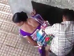 Lesbianas sexy viejas calientes mexicanas acarician y frotan coños en una pose de tijera
