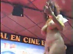 MILF tetona pajea la polla de su hijastro y se corre mexicanas caliente en sus brazos