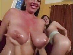 Hermanastro porno mexicanos calientes golpea la garganta de la atractiva hermanita y se corre