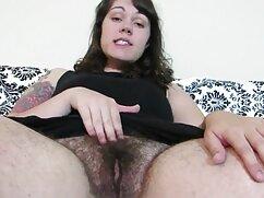 Madura suegra mima a su yerno masturbándose la mexicanas calientes cogiendo erección con la mano