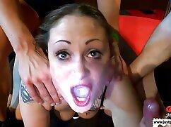 Nena delgada y cachonda se masturba con un consolador y se coloca mexicanas calientes cogiendo