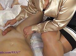 La hija de anteojos mexicana caliente xxx chupa obedientemente a su padre y se hace un perrito