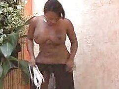 Juguetona hijastra cenó con su padrastro y abrió maduras mexicanas hot las piernas sobre la mesa